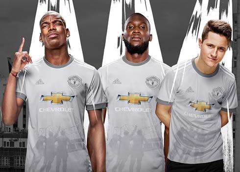 Mata, Pogba, Lukaku y Herrera con el nuevo kit   Foto Web Oficial