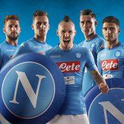 Camiseta titular Kappa 2017-18 del Napoli   Foto Web Oficial