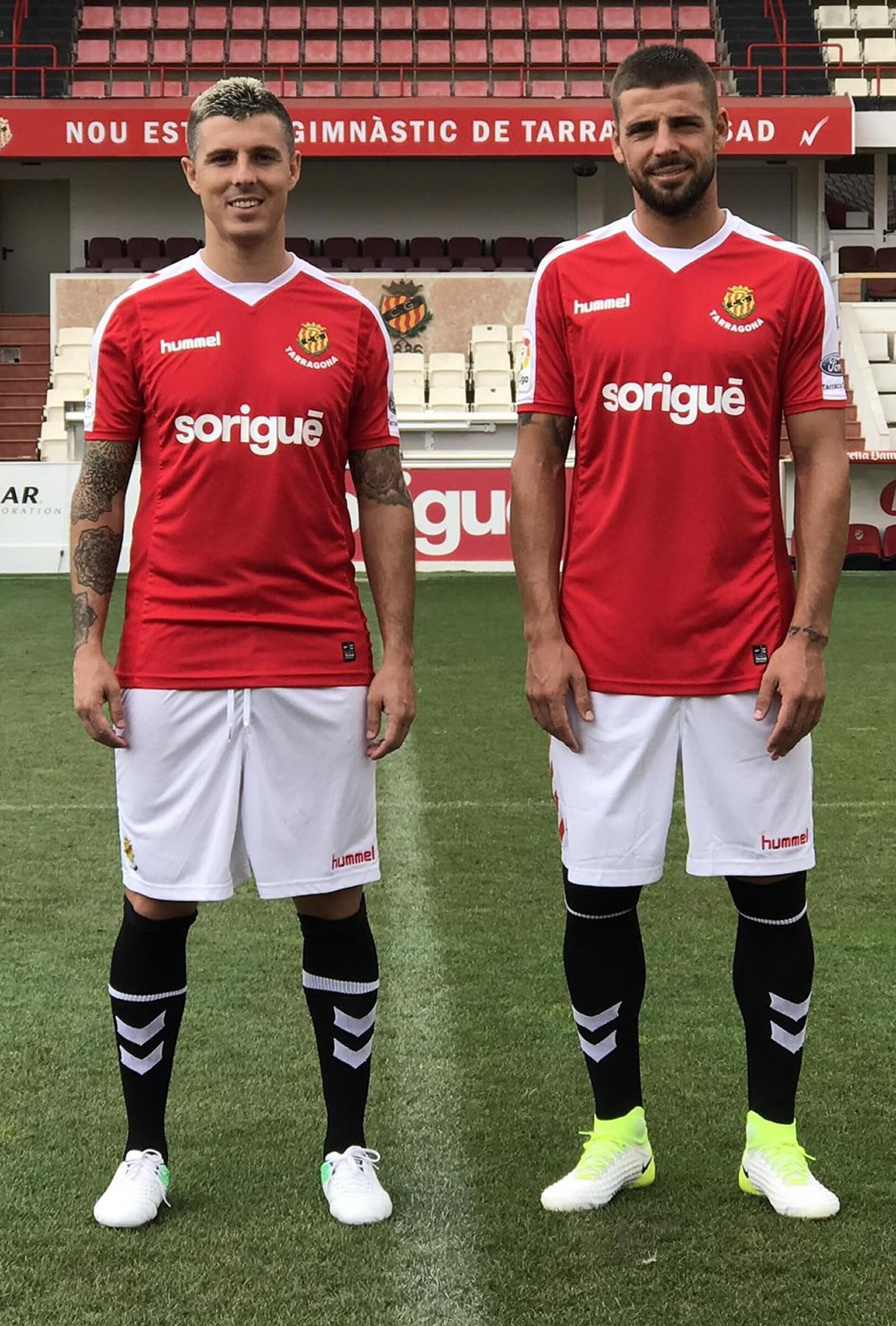 Camiseta titular Hummel del Nástic | Foto Web Oficial