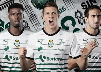 Nueva camiseta titular del Santos Laguna   Foto Twitter Oficial