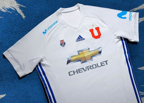 Camiseta suplente 2017-18 de la U de Chile   Foto Adidas