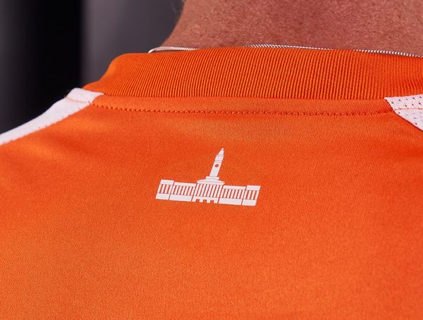Camiseta titular del Brisbane Roar | Foto Web Oficial