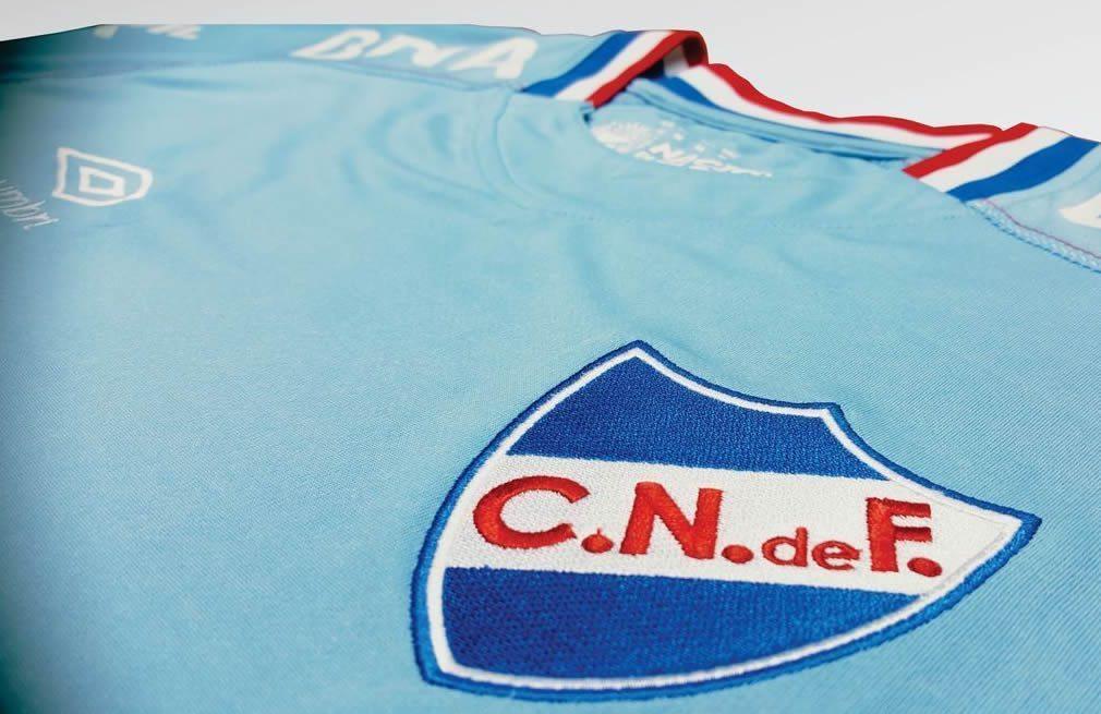 Nueva camiseta celeste Umbro de Nacional | Foto Twitter Oficial