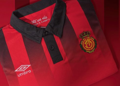 Camiseta titular del RCD Mallorca | Foto Umbro