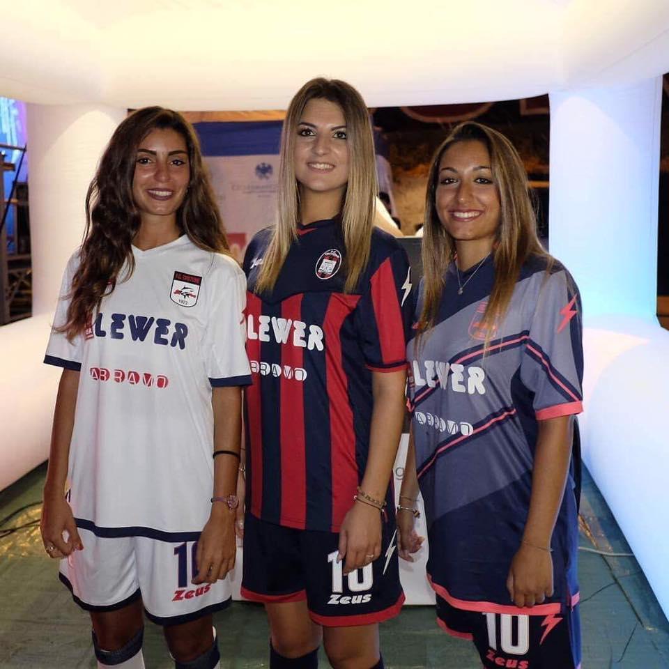 Nuevas camisetas del FC Crotone | Foto Zeus Sport