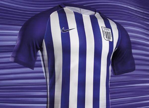Camiseta Nike blanquimorada de Alianza Lima | Foto Twitter Oficial