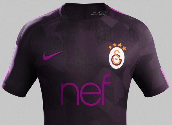 Tercera camiseta Nike 2017-18 del Galatasaray | Foto Web Oficial
