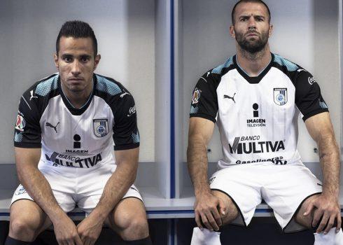 Tercera camiseta de los Gallos Blancos | Foto Twitter Oficial