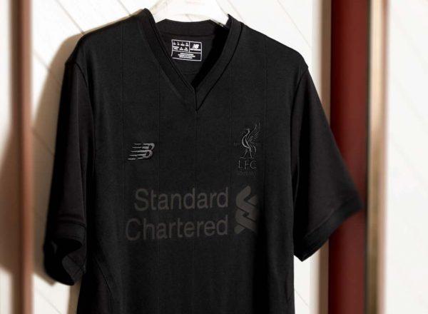 Kit especial negro del Liverpool FC | Foto New Balance