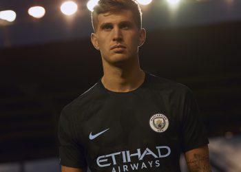 John Stones con la tercera camiseta del Manchester City | Foto Nike