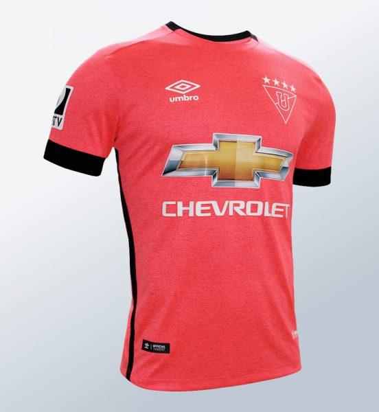 Asi luce la camiseta rosa Umbro de la Liga de Quito   Foto Marathon