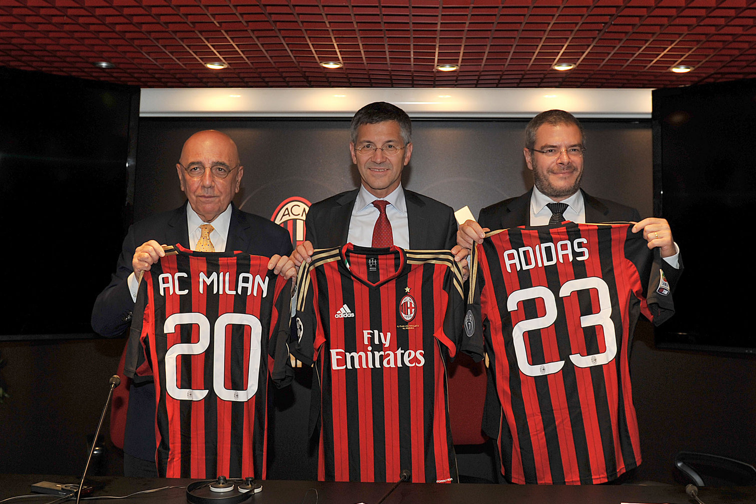AC Milan tenia un contrato válido hasta 2023   Foto Adidas
