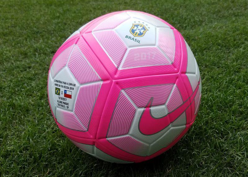 Balón rosa para el cotejo de Brasil y Chile   Foto CBF