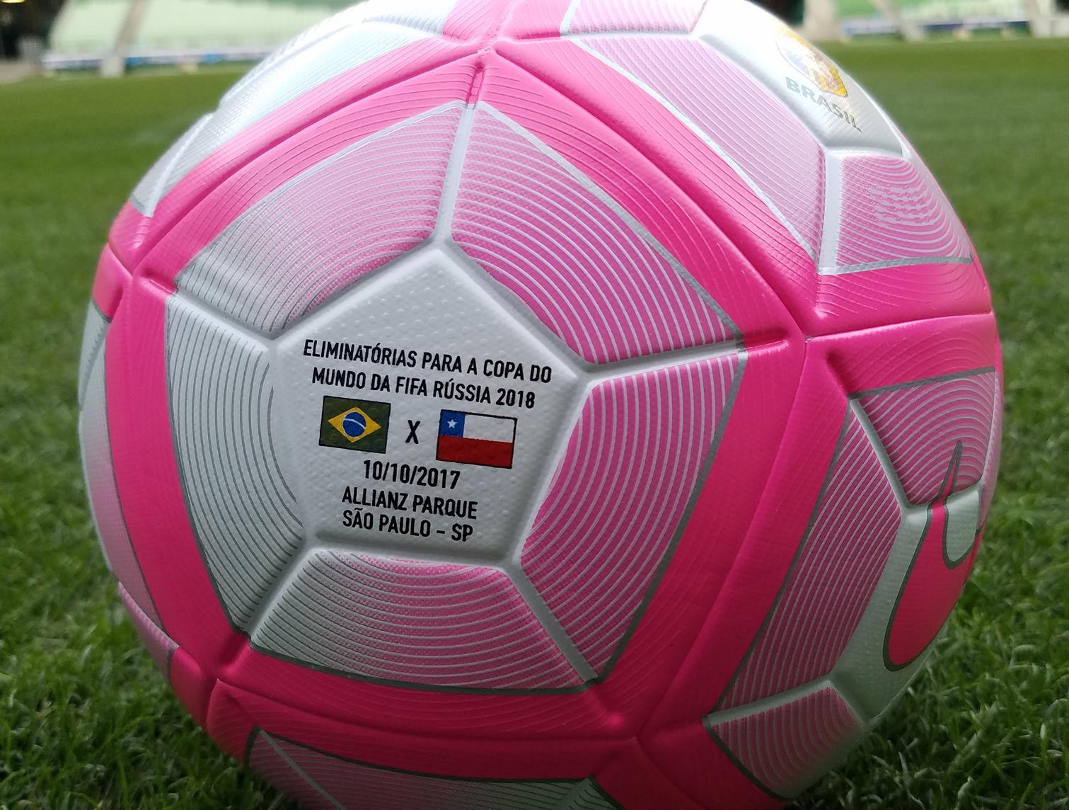 Balón rosa para el cotejo de Brasil y Chile | Foto CBF