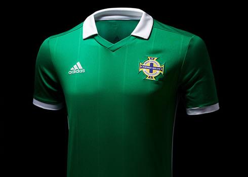 Camiseta titular Adidas de Irlanda del Norte 2018-19   Imagen JD