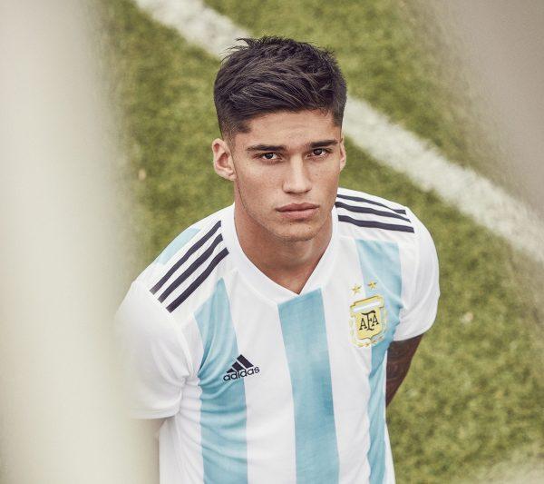 Joaquin Correa con la nueva camiseta titular de Argentina | Foto Adidas