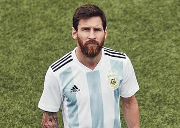Lionel Messi con la nueva camiseta titular de Argentina | Foto Adidas