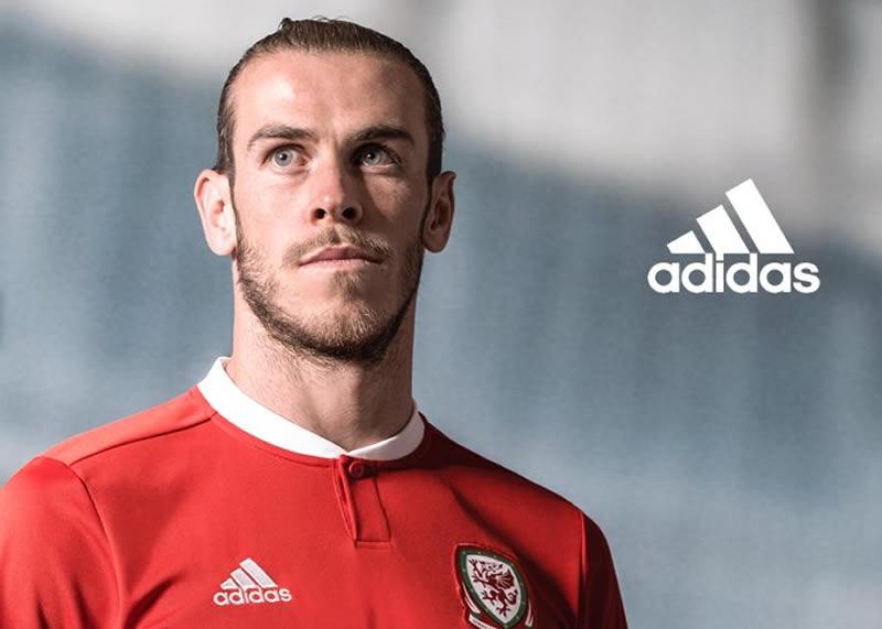 Gareth Bale con el nuevo kit de Gales | Foto Web Oficial