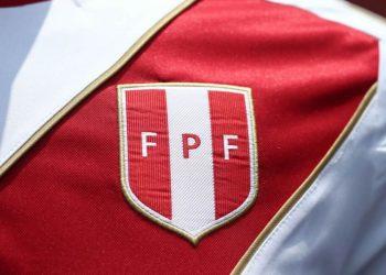 Nueva camiseta Umbro de Perú | Foto Twitter @TuFPF