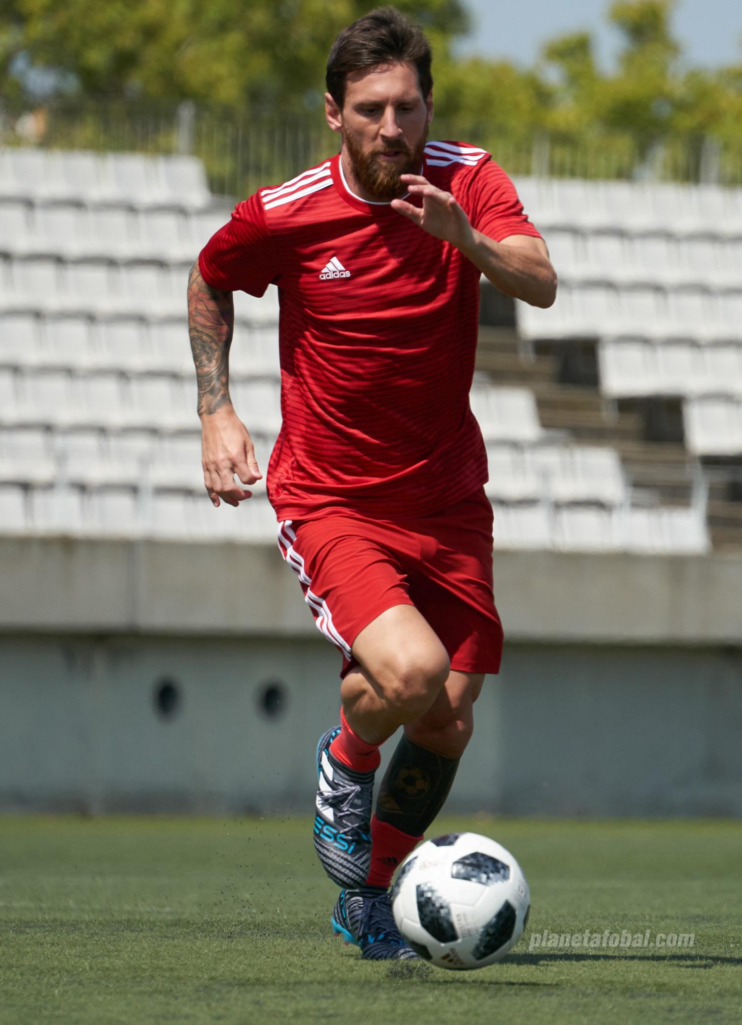 "Lionel Messi con sus botines NEMEZIZ ""Cold Blooded"" | Foto Adidas"