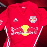 Camiseta suplente Adidas del New York Red Bulls   Foto Web Oficial