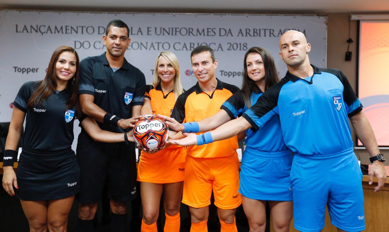 Además del balón Topper confecciona los uniformes de los árbitros | Foto Twitter @FERJ