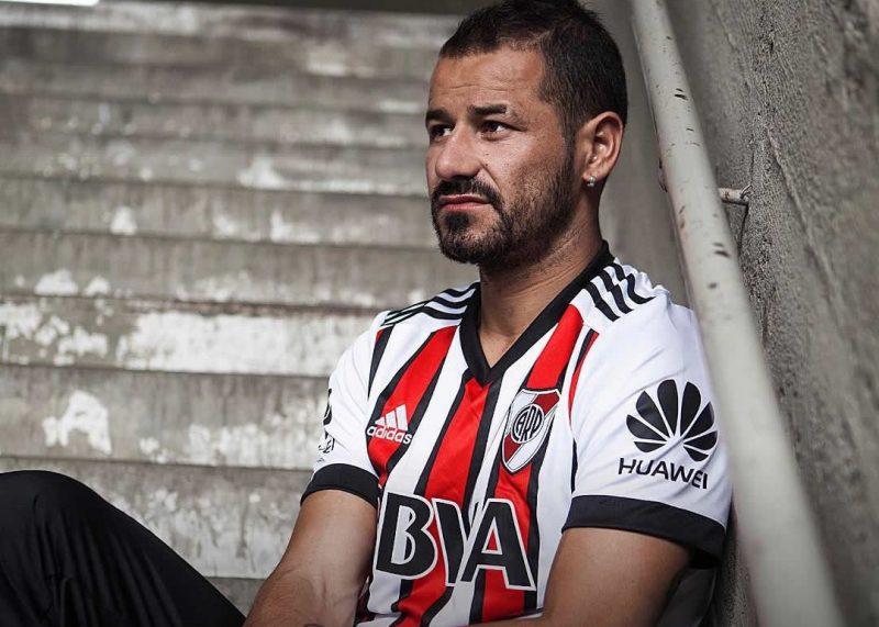 Rodrigo Mora con la casaca tricolor   Foto Facebook Oficial