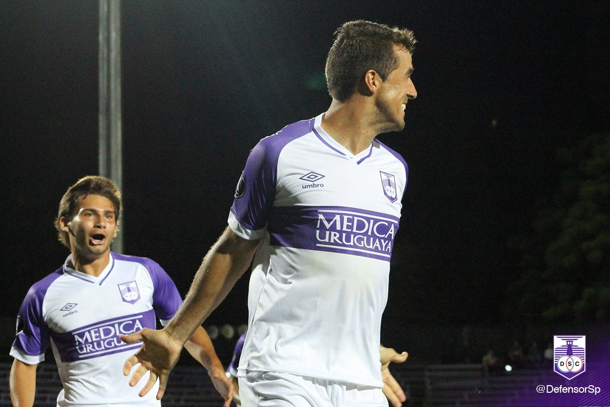 Camiseta suplente Umbro de Defensor Sporting | Foto Web Oficial