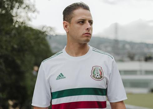 Chicharito Hernández posó con el nuevo kit de México | Foto Adidas