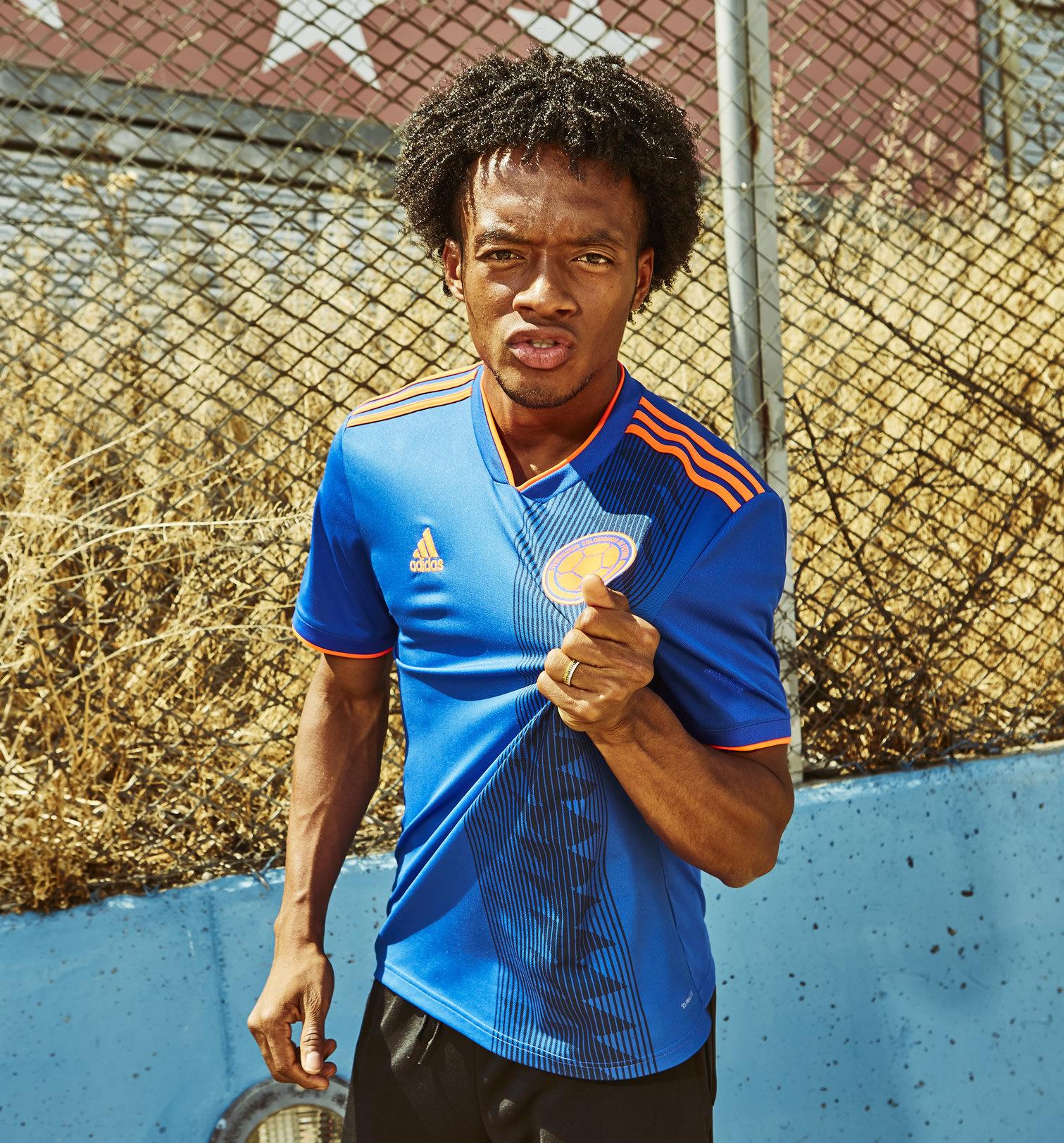 Cuadrado posó con el nuevo kit de Colombia | Foto Adidas