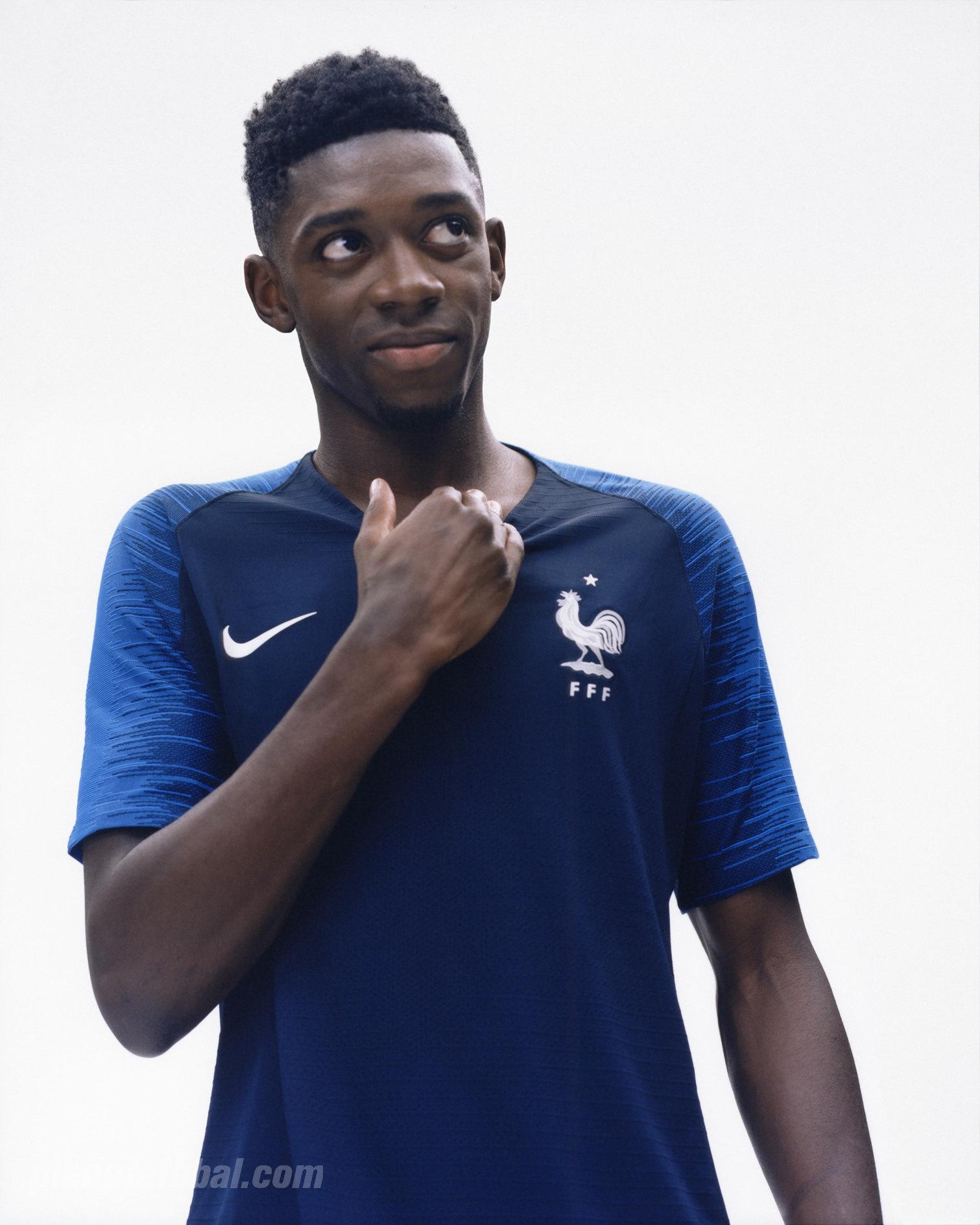 Ousmane Dembélé con el kit titular | Foto Nike