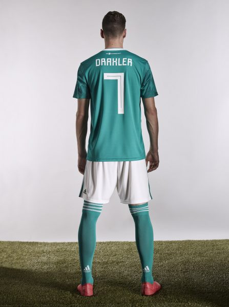 Julian Draxler con la nueva camiseta suplente de Alemania | Foto Adidas