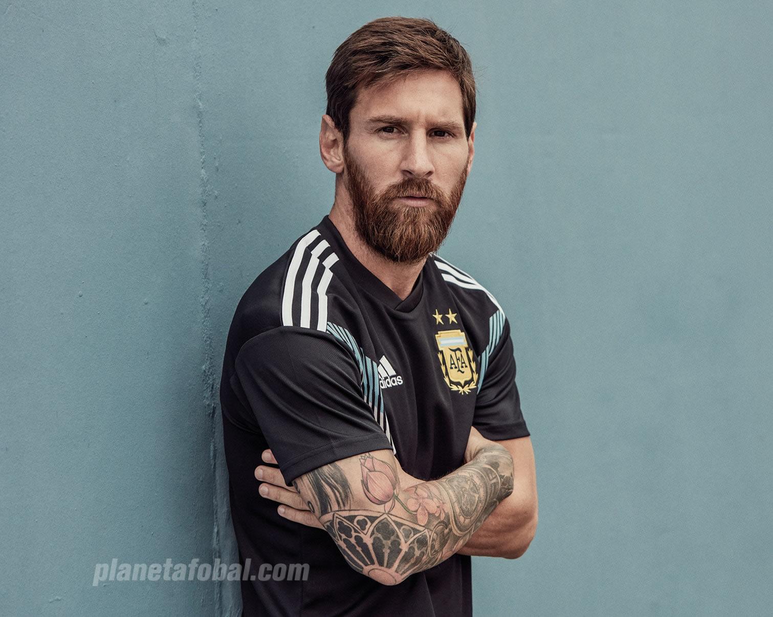Lionel Messi con la nueva camiseta suplente de Argentina | Foto Adidas