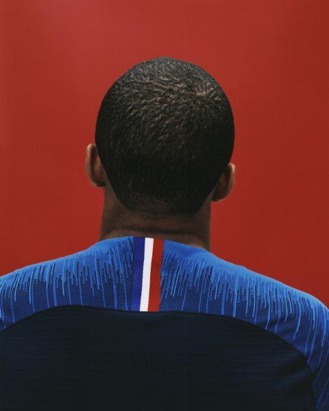 Kylian Mbappé con el kit titular | Foto Nike
