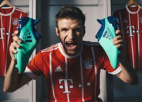 Thomas Müller con los X17 | Foto Adidas