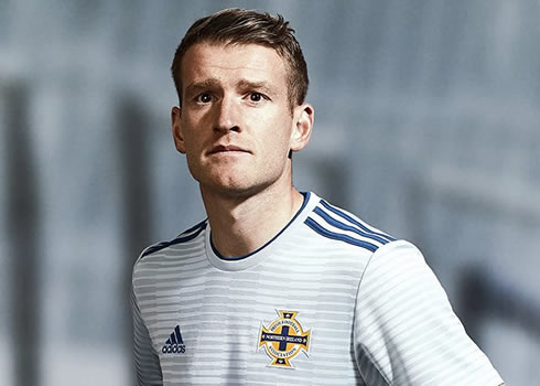 Nueva camiseta suplente Adidas de Irlanda del Norte | Imagen Irish FA