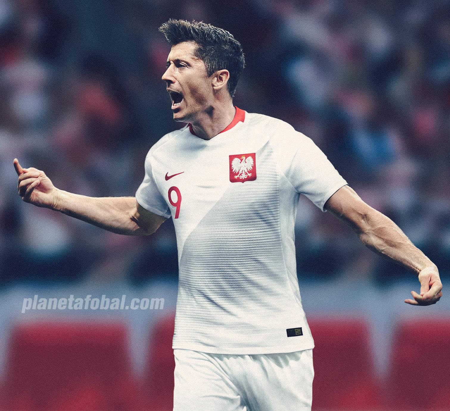 Robert Lewandowski con la camiseta titular de Polonia Mundial 2018 | Foto Nike