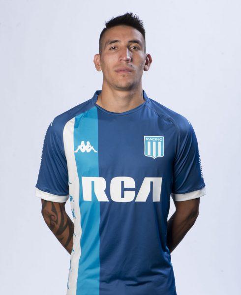 Centurión posó con la nueva camiseta alternativa de Racing | Foto Web Oficial