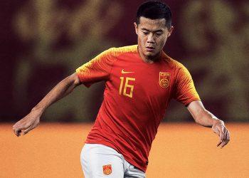 Huang Bowen con la nueva camiseta titular 2018 de China | Imagen Nike