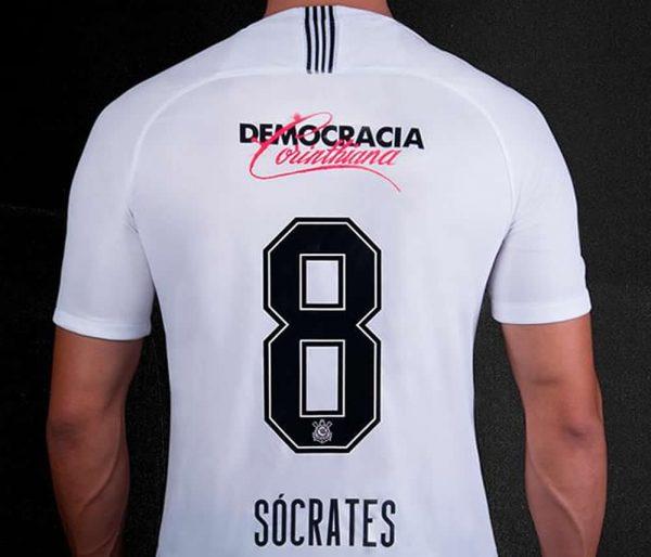 Camiseta titular 2018/19 del Corinthians   Imagen Nike