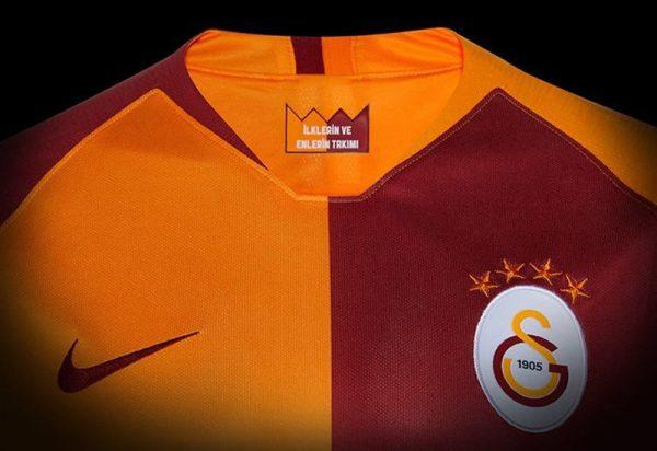 Camiseta titular 2018/19 del Galatasaray | Imagen Nike