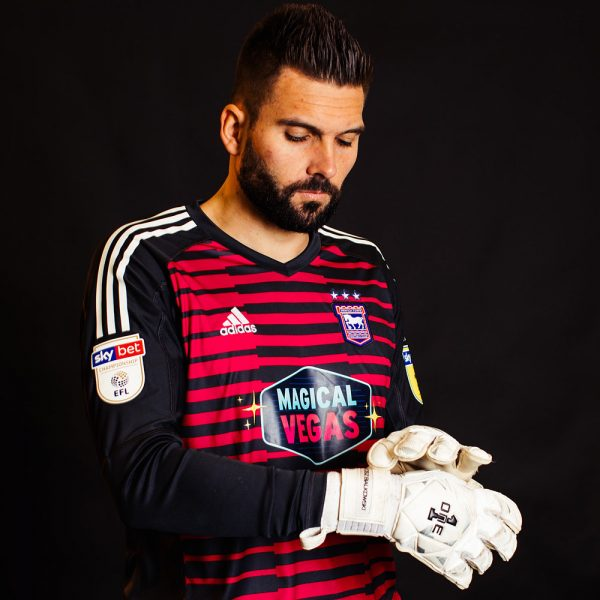 Camiseta de arquero Adidas del Ipswich Town FC 2018/19   Imagen Web Oficial