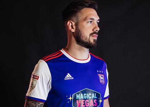 Camiseta titular Adidas del Ipswich Town FC 2018/19 | Imagen Web Oficial