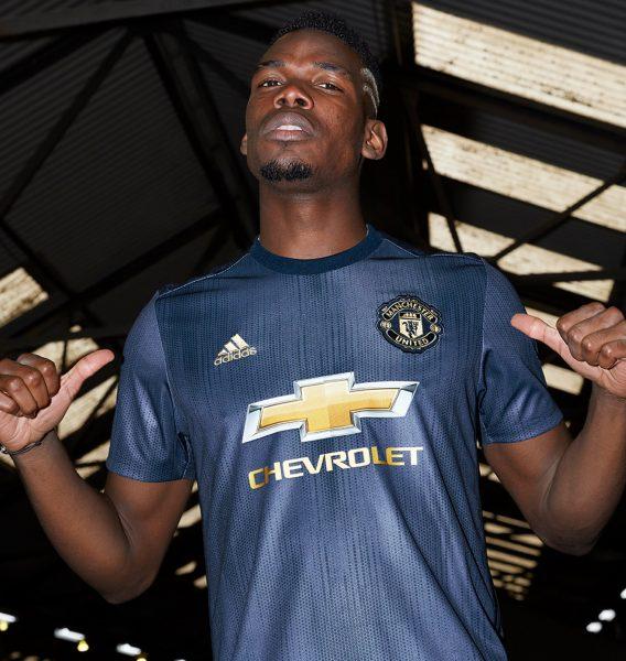 Paul Pogba con la tercera camiseta Adidas 2018/19 del Manchester United   Imagen Web Oficial