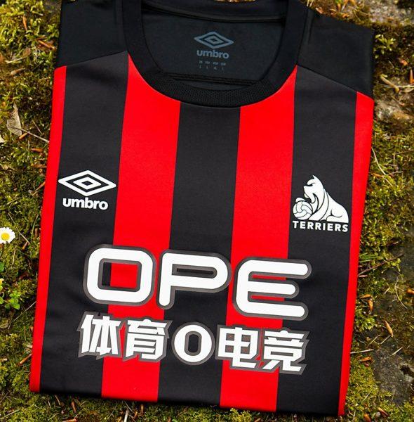 Camiseta alternativa del Huddersfield Town | Imagen Web Oficial