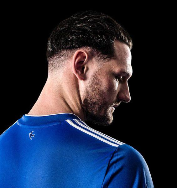 Camiseta titular Adidas del Cardiff City | Imagen Web Oficial