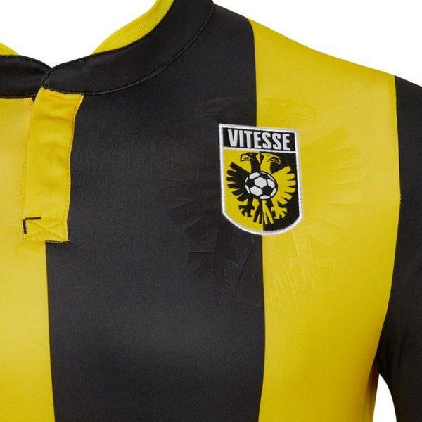 Camiseta titular del Vitesse Arnhem | Imagen Macron