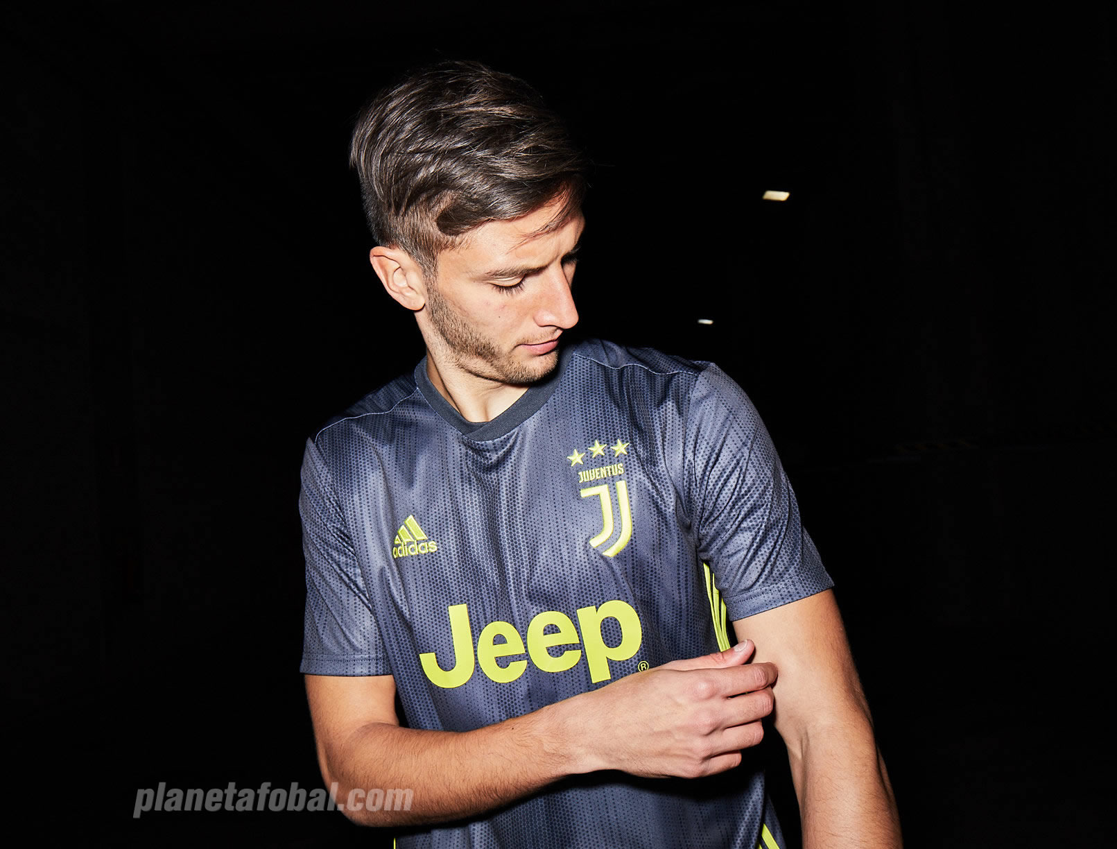 Rodrigo Bentancur con la tercera camiseta de la Juventus 2018/19 | Imagen Adidas