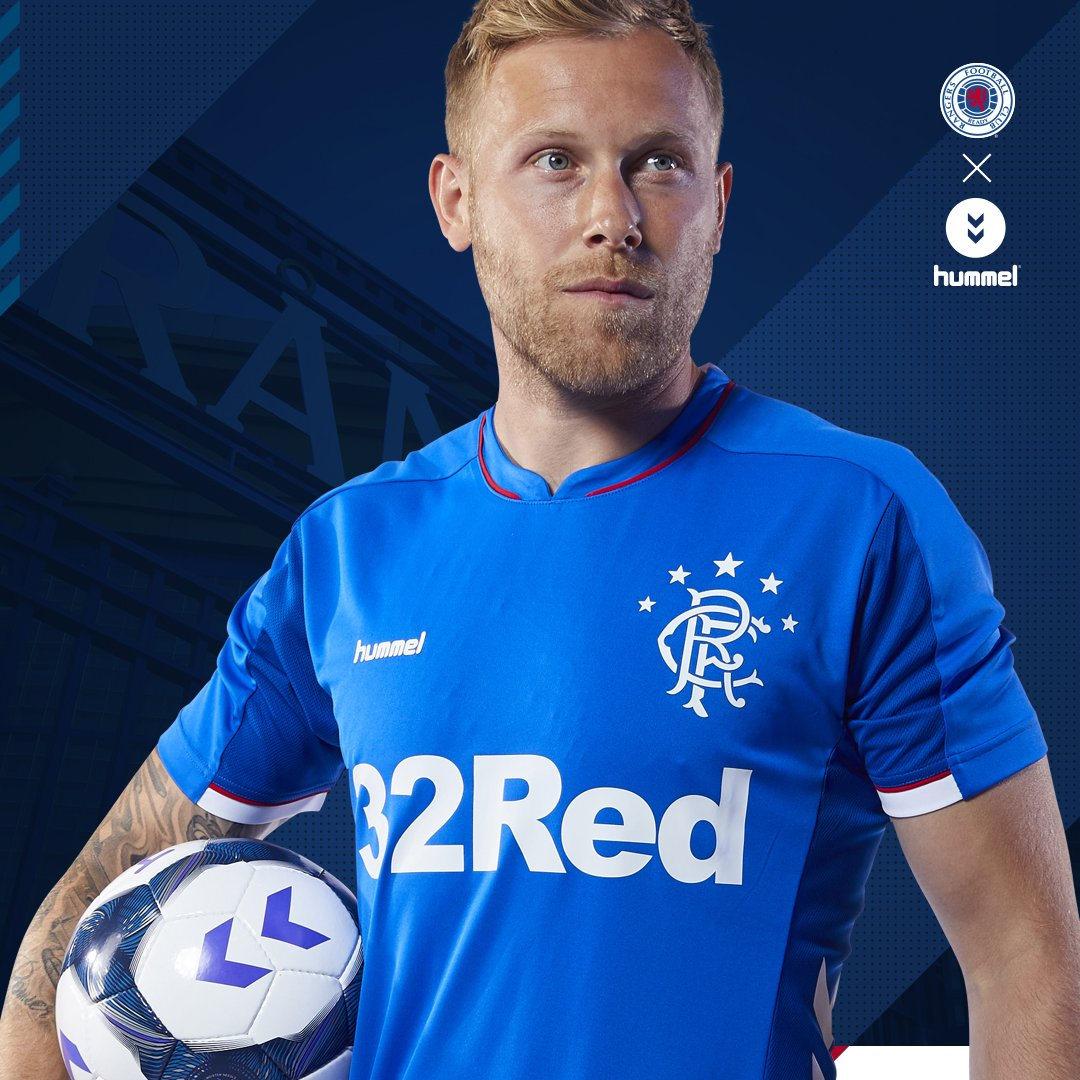 Camiseta titular Hummel 2018/19 del Rangers FC | Imagen Web Oficial