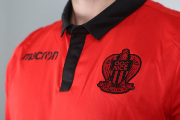 Camiseta suplente roja Macron 2018/19 del OGC Nice   Imagen Web Oficial